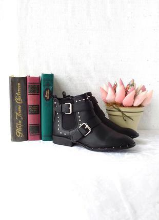 Крутые ботинки-челси с заклепками