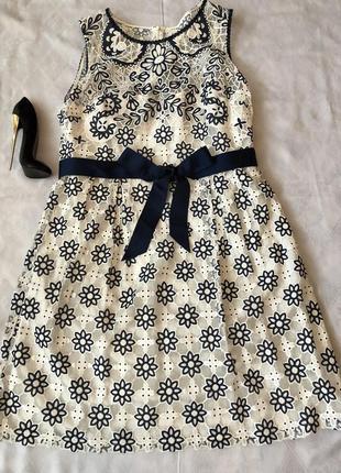 Шикарне нарядне плаття вишитий гіпюр