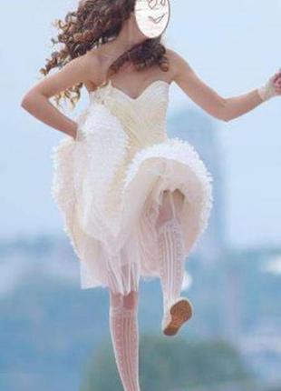 Короткое игривое свадебное платье для современной невесты
