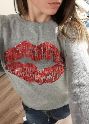 Мягкий свитер h&m с пайетками