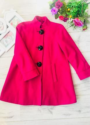 Стильное пальто цвета фуксии