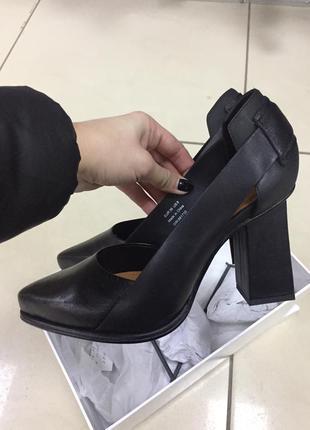 Кожаные туфли на стильном каблуке