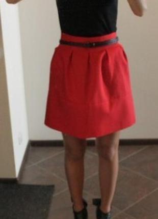 Стильная красная юбка мини zara