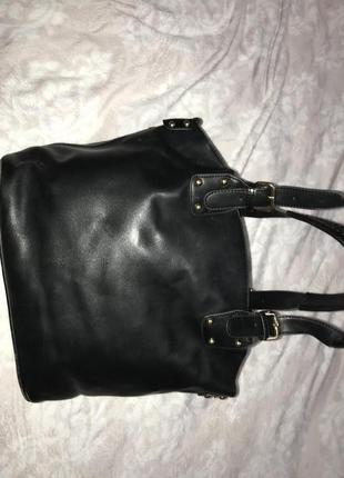 Классическая черня сумка средних размеров с отстегивающимся внутренним карманом