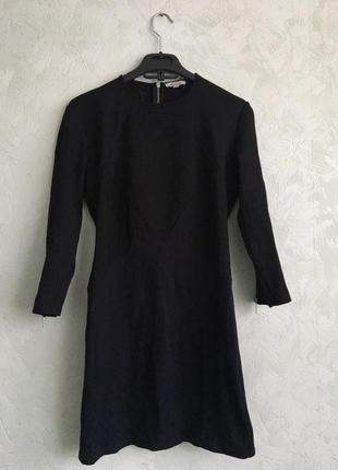 Короткое платье по фигуре с замочками