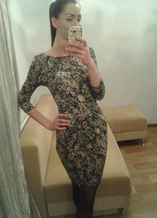 Миди-платье в цветочный принт.