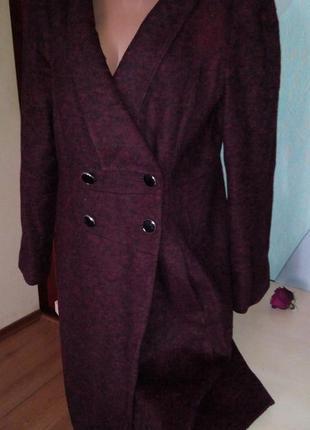 Демисезонное двубортное пальто бордо