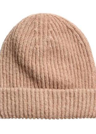 Вязанная махровая шапка бежевого цвета в рубчик,шапка из мохера в рубчик,головной убор беж