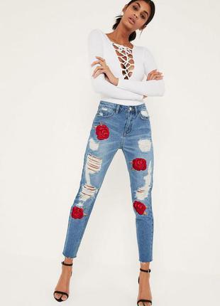 Красивые джинсы с вышивкой miissguided