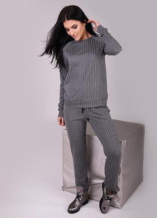 Новинка!!! светло-серый костюм в полоску и украшением из паеток