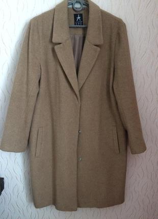Актуальное пальто oversize цвета camel s-m