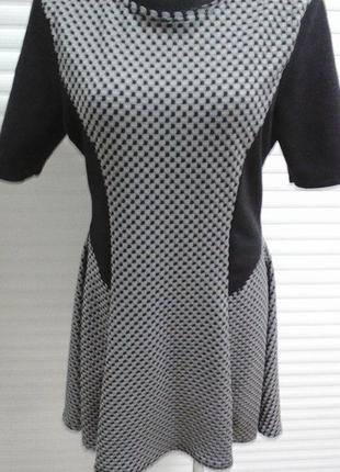 Платье из плотного трикотажа.