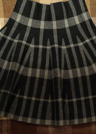 Плотная юбка new look по фигуре, подчеркивает талию и попу  модель очень комплиментарная