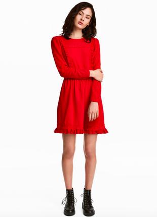 Красивое платье красного цвета