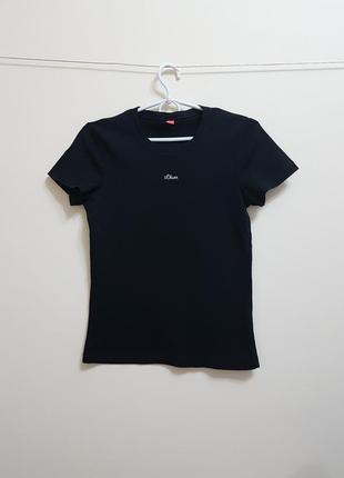 Стильная черная футболка s.oliver
