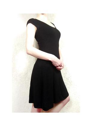 Трикотажное черное платье zara
