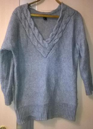 Теплый свитер с глубоким вырезом