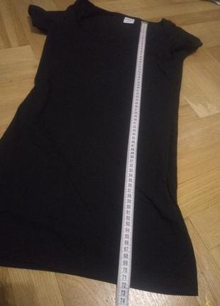 Маленькое черное платье с коротким рукавом