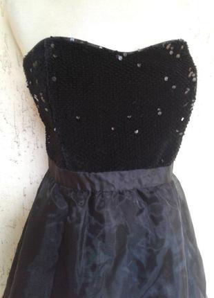 На выпускной черное платье - бюстье с паетками и нейлоновой юбкой, м-l.