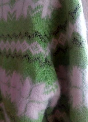 Теплый свитер в орнамент
