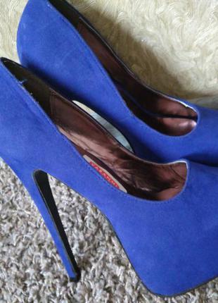 Шикарные туфли лабутены