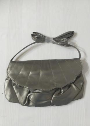 Серебристая сумка-клатч