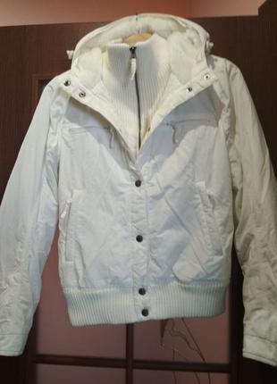 Короткая куртка на меху. теплая.