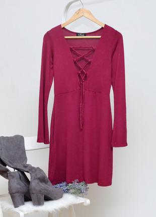 Красивое актуальное платье шнуровка
