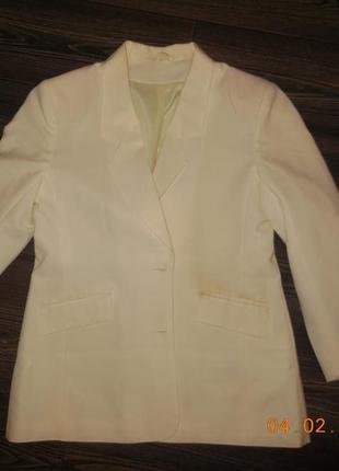 Пиджак белый классика.