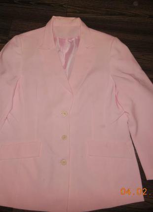 Пиджак розовый.