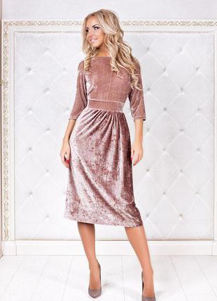 Бархатное пудровое платье миди с плиссированной юбкой