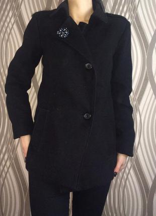 Черное теплое пальто осень / весна