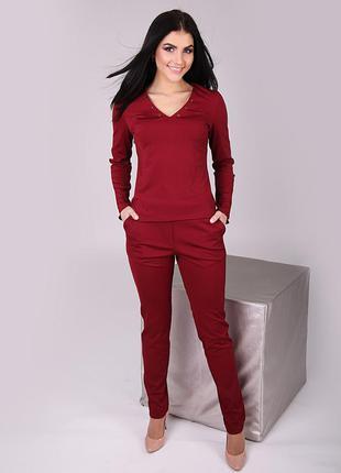 Красно-бордовый костюм со шнуровкой