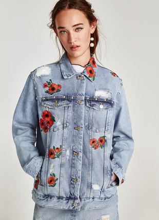 Zara испания! невероятная джинсовая куртка. вышивка- маки заклепка ограниченная коллекция