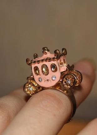 Кольцо нежное объемное карета золушка со стразами