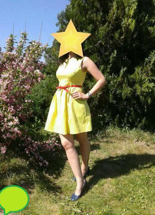 Платье красивого желтого цвета
