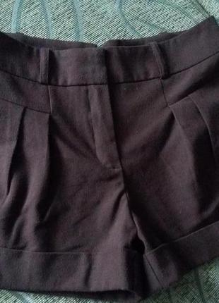 Свободные шорты с отворотами