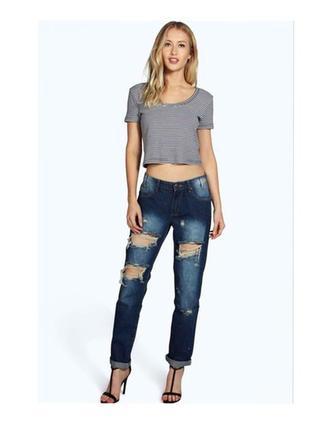 Рваные mom-jeans  boohoo