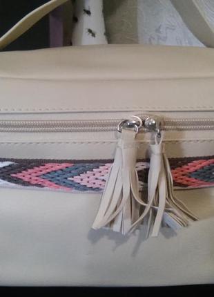 Классная вместительная сумка-косметичка бежевого цвета