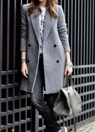 Двубортное демисезонное пальто в стиле бойфренд