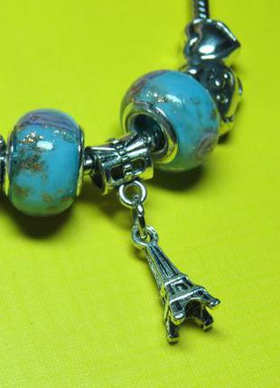 Браслет в стиле пандора с голубыми стразами и кулоном эйфелева башня