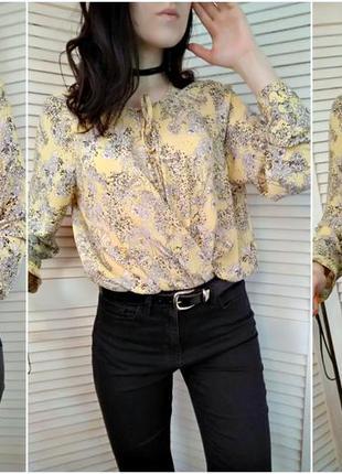 Желтая блуза на запах в цветочный принт с завязками на груди