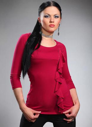Трикотажная блузка красного цвета