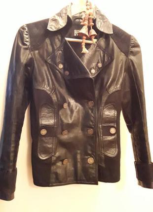 Куртка кожаная,gianfranco ferre, оригинал. италия.  р38, м.