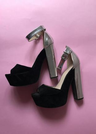 Босоножки на каблуке с серебреным каблуком