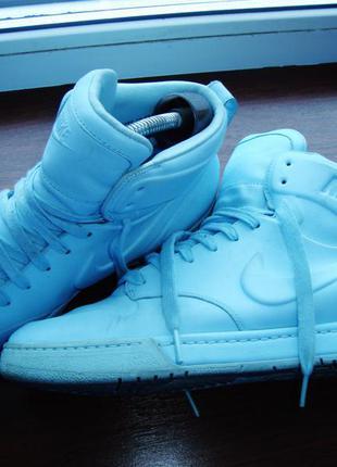 Высокие  голубые кроссовки nike  40 размер( оригинал)