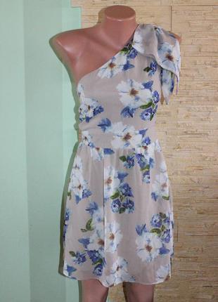Милое платье на одно плечо atmosphere