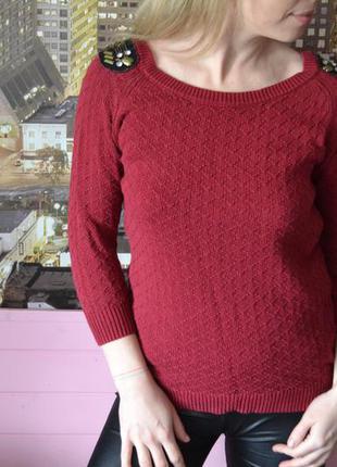 Бордовый свитер с вставками на плечах