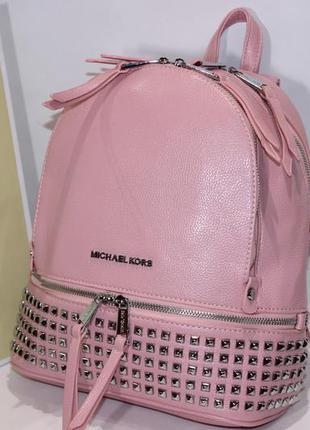Рюкзак в расцветках с шипами