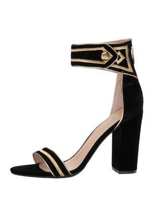 Guess черные с золотым бархатные велюровые вечерние босоножки на широком каблуке